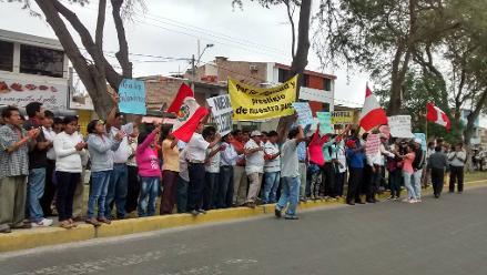 Pobladores protestaron en la ODPE y el JNE en Piura