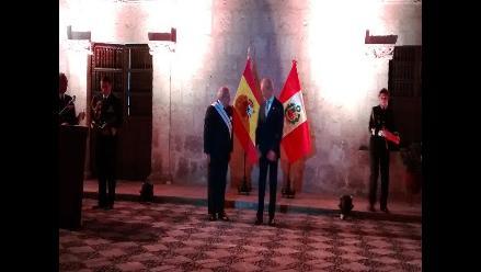 Arequipa: ministro Pedro Cateriano es condecorado por homólogo español