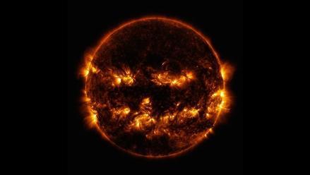 El sol tiene disfraz de calabaza para Halloween