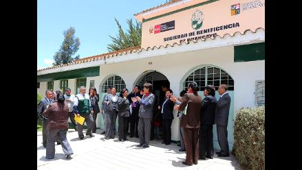 Huancayo: trabajadores de la Beneficencia protestan por presidente