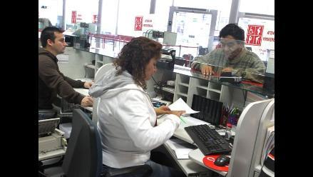 Advierten probables cobros indebidos en bancos