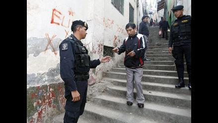 Policía solicita DNI en los 7 puntos de acceso al cerro San Cosme
