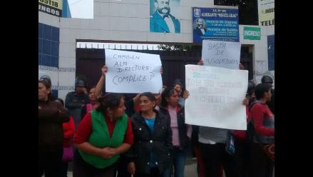 Chaclacayo: toman colegio por profesor acusado de tocamientos a alumnas