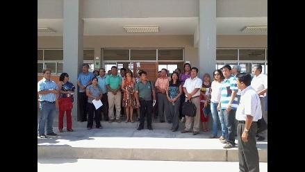 Piura: docentes y universitarios protestan afuera del gobierno regional