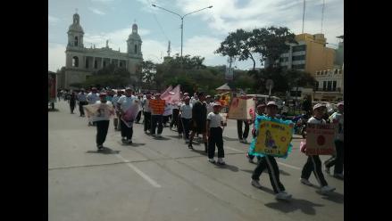 Chiclayo: realizan colorido pasacalle por prevención del cáncer