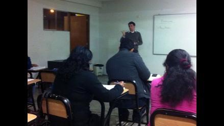Proyecto educativo busca ayudar a adultos a terminar la secundaria