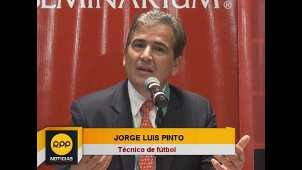 Jorge Luis Pinto: Podría aportar una estructura de base al fútbol peruano