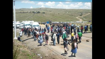 Puno: más de 70 vehículos varados por bloqueo de vía Ayaviri-Cusco