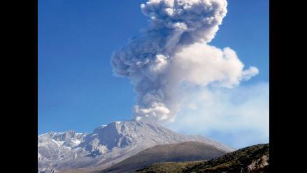Moquegua: actividad del volcán Ubinas continúa disminuyendo