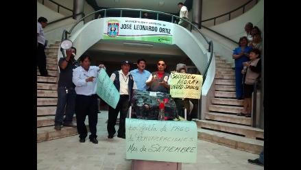 Chiclayo: trabajadores protestan al interior de municipio
