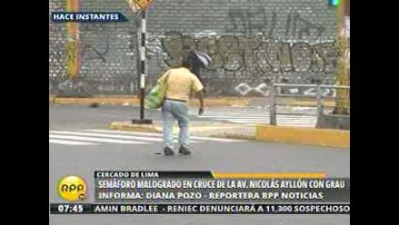 Alertan por semáforo malogrado en cruce de Grau y Nicolás Ayllón