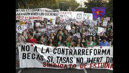 Masiva manifestación contra reformas educativas del Gobierno español