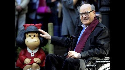 Develan nueva estatua de Mafalda en ciudad española de Oviedo