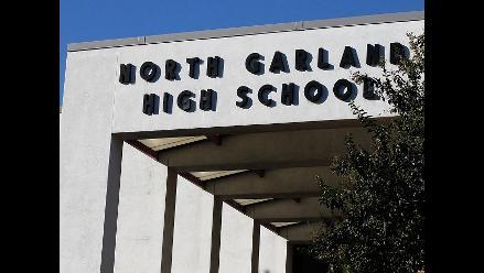 EEUU: Escuela de Nebraska permite posar con armas en el anuario