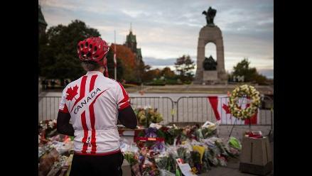 Llevan flores a soldado muerto en ataque a Parlamento de Canadá