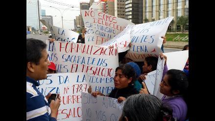 Exmercado La Parada: Ambulantes denuncian agresión por parte de policías
