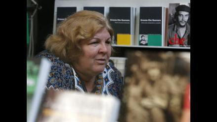 Hija del Che Guevara presentó libro sobre el pensamiento de su padre