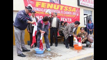 Huancayo: asistenciales lavan banderas en huelga nacional indefinida