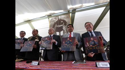 Ministro de Defensa presentó libro