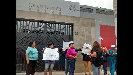 Chiclayo: padres realizan plantón rechazando retorno de exdirectora