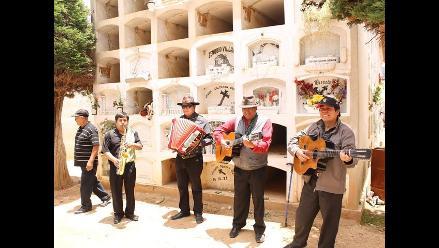 A ritmo de huaynos y mulizas recuerdan a difuntos en Tarma