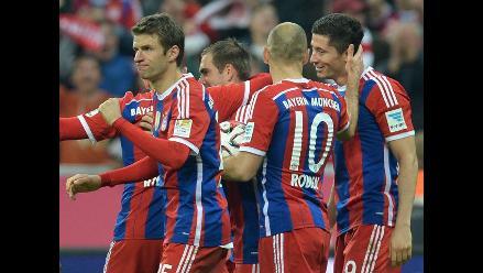 Bayern Munich con Claudio Pizarro ganó 2-1 a Borussia Dortmund