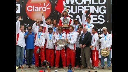 Revive la celebración de Analí Gómez y el equipo peruano en Mundial de Surf