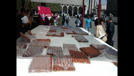 Elaboran tanta wawa gigante en Plaza de Armas de Arequipa