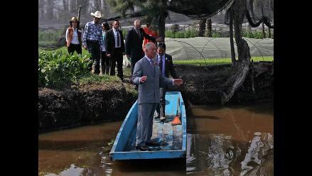 Príncipe Carlos recorrió Xochimilco, la ´Venecia de México´