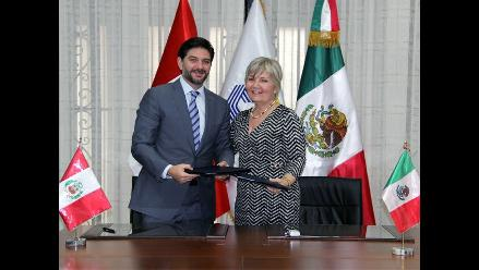 SMV firma acuerdo con Comisión Bancaria y de Valores de México