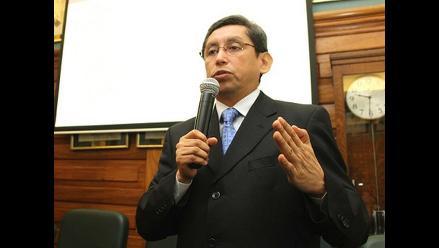 Aníbal Velásquez, un epidemiólogo a la cabeza del Minsa