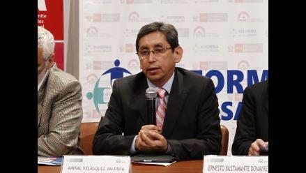 Ministro Aníbal Velásquez ofrece continuar reforma de sector Salud