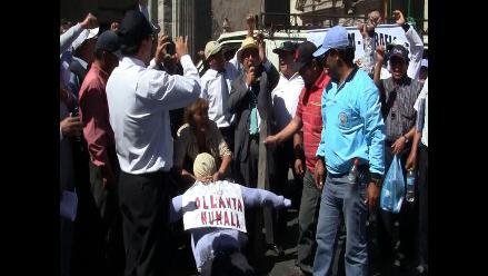 Protestan contra privatización en Plaza de Armas de Arequipa