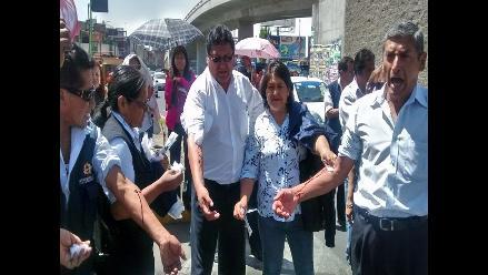 Arequipa: trabajadores de Salud se desangran y bloquean vía