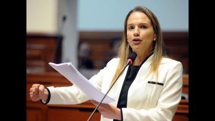 Luciana León acusa a contralor Fuad Khoury de adelanto de opinión