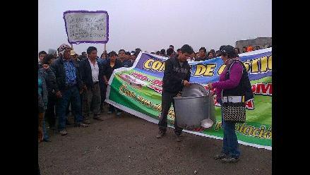 Vecinos de Carabayllo bloquean el kilómetro 21.5 de av. Túpac Amaru