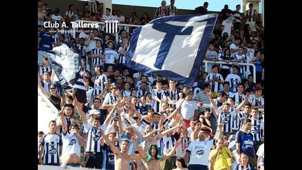 Fútbol argentino: 45 mil hinchas alientan a equipo de tercera división