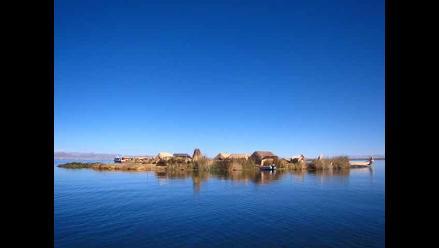 Puno: brasilero concientiza nadando por las gélidas aguas del Titicaca