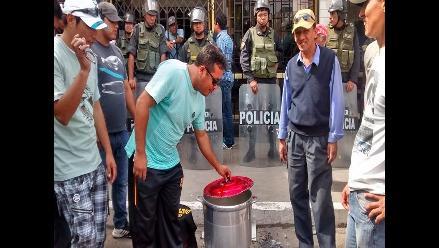 Chiclayo: serenos despedidos realizan olla común exigiendo pagos