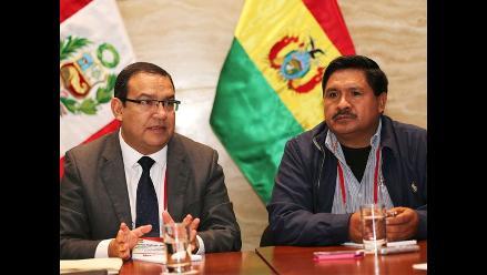 Perú y Bolivia buscan erradicación de hoja de coca en su frontera