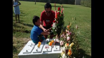 Piura: Paúl Olórtiga visitó tumba de su difunta esposa Edita Guerrero