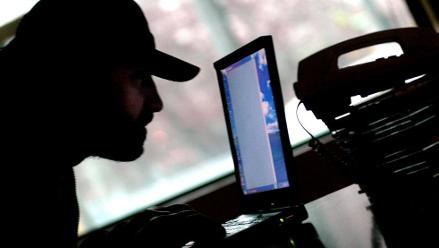 Hackers acceden a datos de empresas vía celular de trabajadores