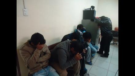 Bolivia: detienen a 2 peruanos por estafa con fundación de niños con sida