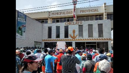 Chiclayo: obreros reiniciaron protestan por la cancelación de pagos