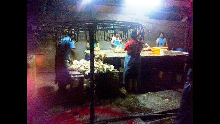 Trujillo: intervienen peladero de pollos en pésimas condiciones