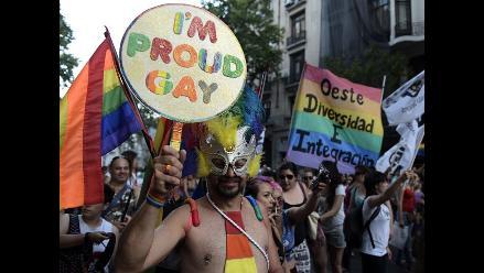 Homosexuales de Chile y Argentina marchan en defensa de comunidad gay