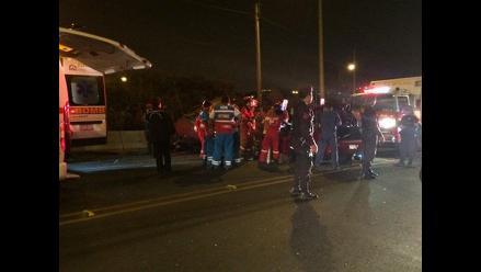 Dos muertos y 5 heridos en choque entre dos autos en La Molina