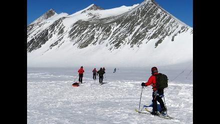 Científicos de Chile realizan mayor expedición en el Glaciar Unión