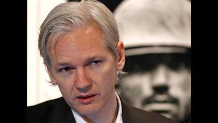 Tribunal sueco decide este jueves si mantiene orden de detención de Assange