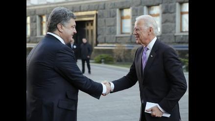 Poroshenko y Biden defienden seguir el diálogo con prorrusos